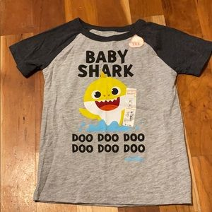 Cute NWT Pinkfong Baby Shark T-shirt 5t Child's